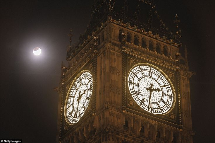 UK: The super blood moon is seen during the early stages of the lunar eclipse near Big Ben in Westminster