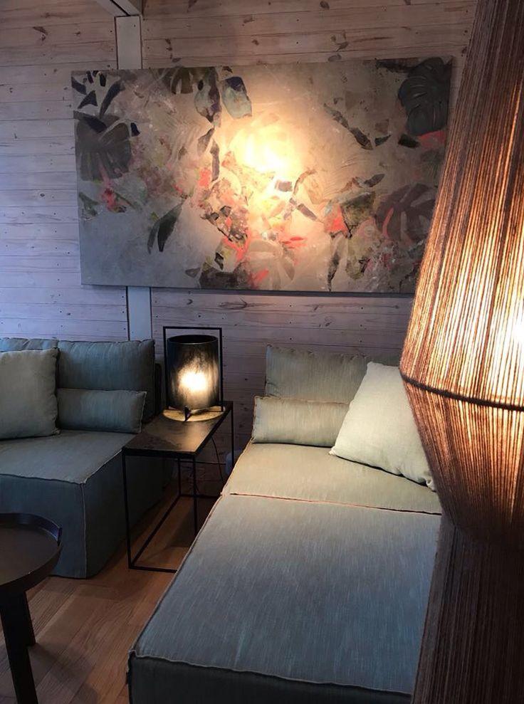 """Espacio """"Desconexión Interior"""" a cargo de Di Marco, Badia, Guarracino y Russo. Sillón modular Hawaii, lámpara Resina y lámpara Jane de yute.  #estilopilar #diseñointerior"""