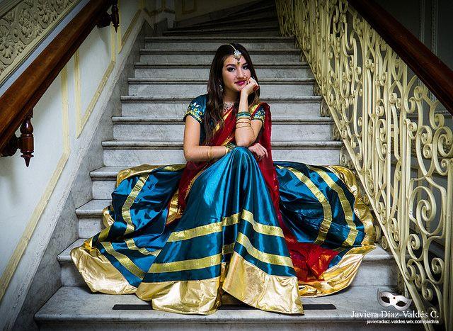 Costume Design: Javiera Díaz-Valdés Cerda. Dancer/Model: Paulina Beovides #portrait #bollywood #costumedesig #Choli #lehengacholi #bluecoli #bluelehenga #blouse #dupatta #velo #rojo #Top #fashion #Fashiondesign #javieradiazdevaldes #indianfashion #indian #jewelery #joyeria #joyas #bordado #embroidery #cinta #gold #dorado
