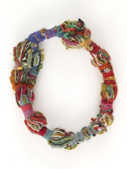 pulsera de colores con lana