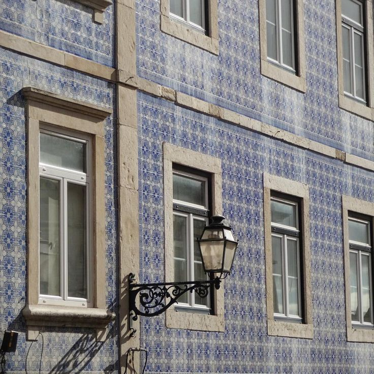 #azulejos #tiles #design #pattern #patterns #geometric #urban #art #urbanart #city #portuguesetiles #azulejospadrao #amantedelosazulejos #azulejosdelisboa #azulejosdeportugal #portugaldenorteasul #portugalalive #portugal_de_sonho #portugal_em_fotos #portugal_lovers #portugalcomefeitos #igersportugal #igers #lisboa #portugal #vintage #old #streetphotography #gerador