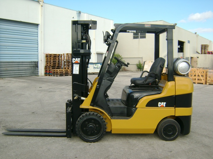 Forklift for sale in Miami 2006 Caterpillar model C5000 triple stage LP Gas $11,000
