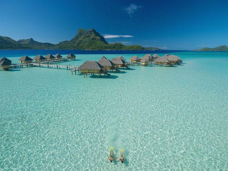 ハネムーンで行きたい場所として絶大な人気を誇る、南国の楽園「タヒチ」。世界一ロマンチックな島とも言われているタヒチには、絶景・美食・アクティビティと、まだまだ知られていない驚くべき魅力がいっぱい! 一年を通して海で遊べるタヒチで絶対やりたい7つの楽しみ方を、厳選してご紹介します!     ▷ タヒチリゾートガイドはこちら  1.ハート形の島「ツパイ島」で愛を確かめる!...