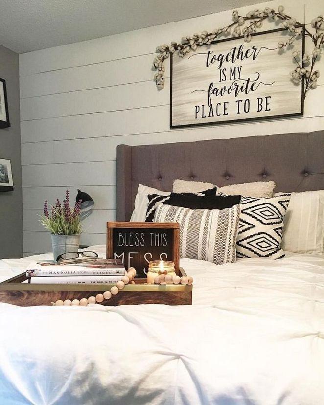 44 Master Bedroom Wall Decor Above Bed Rustic Ideas 61 Decorinspira Com In 2020 Farmhouse Bedroom Decor Master Bedrooms Decor Modern Rustic Bedrooms