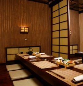 Restauracja Edo Sushi, zlokalizowana w samym sercu krakowskiego Kazimierza przy ul. Bożego Ciała 3, specjalizuje się wyłącznie w przyrządzaniu sushi.