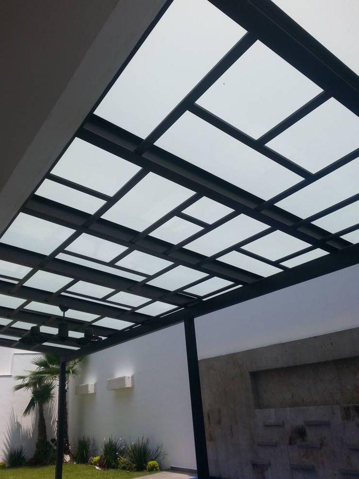 TERRAZA VIDRIO LAMINADO: Balcones y terrazas de estilo Moderno por DEAALUM