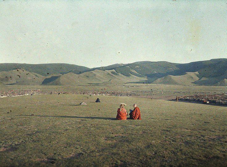 Lamas on the Tsagaan hill or White hill, Urga, Mongolia, 23 July 1913, Stéphane Passet, public domain via Wikimedia Commons.