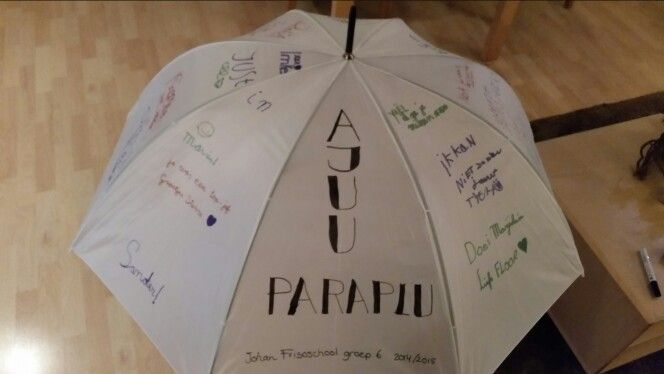 De Ajuu-paraplu voor het afscheid van de juf.