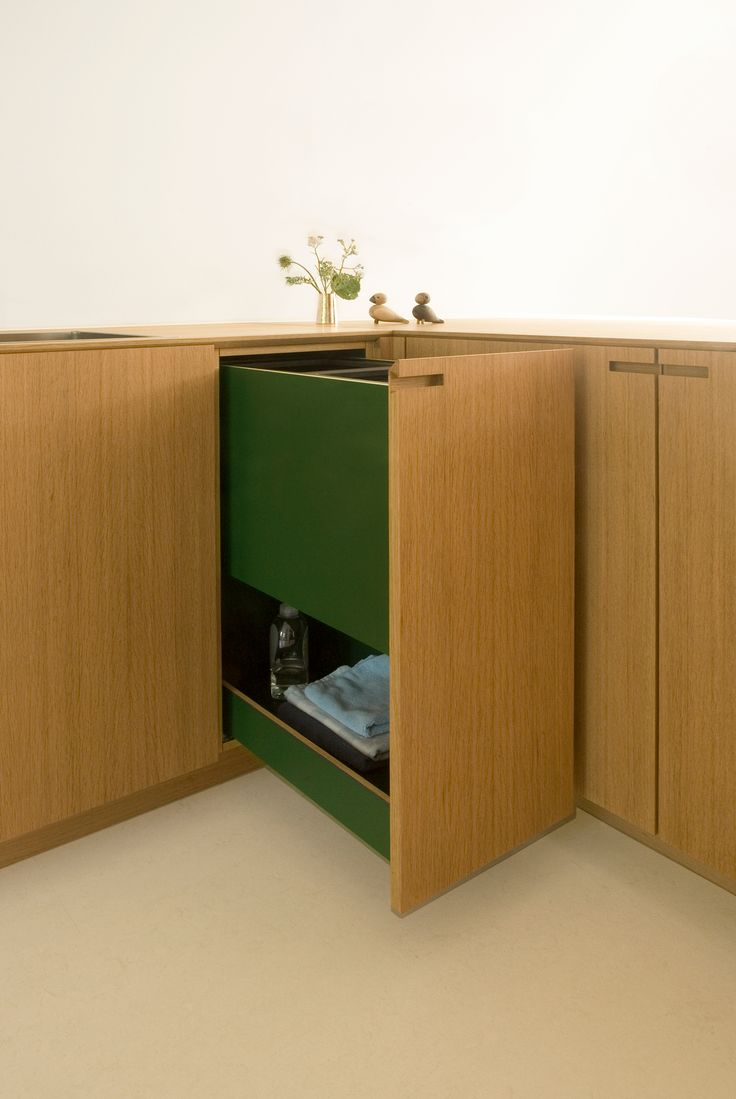A recycling solution in solid oak. From the kitchen project Egernvej.