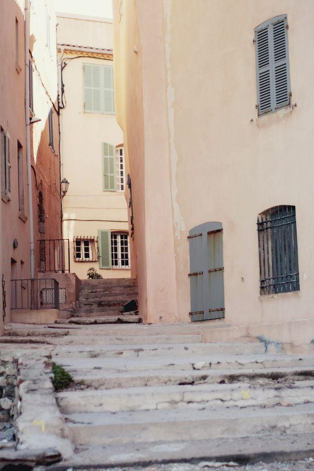 Saint Tropez  Stone & Living - Immobilier de prestige - Résidentiel & Investissement // Stone & Living - Prestige estate agency - Residential & Investment www.stoneandliving.com