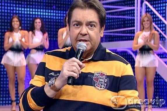 Faustao político, desrespeitou regra da Globo e apoiou manifestaçoes nas ruas http://www.bluebus.com.br/faustao-politico-desrespeitou-regra-da-globo-e-apoiou-manifestacoes-nas-ruas/