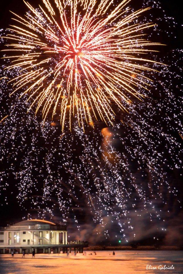 Il Capodanno a Senigallia (AN) con lo spettacolare spettacolo pirotecnico sulla Rotonda a Mare