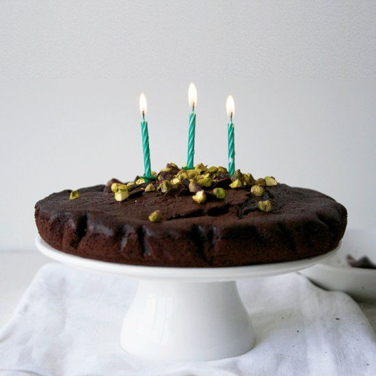 chocolate cake with pistachios and dark chocolate chunks. | Chocolate ...