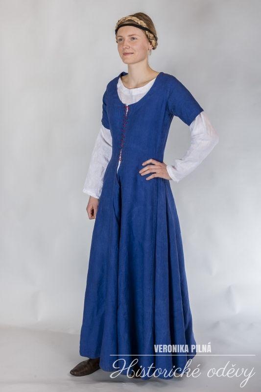 blue linen dress for townswoman, 15. century