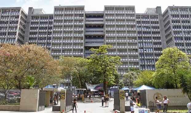 Sem ajuda do governo federal, com estado endividado, UERJ pode fechar. Fonte: UERJ pode ser a primeira universidade pública a ser fechada, tempos pós-Impeachment – Falandoverdades
