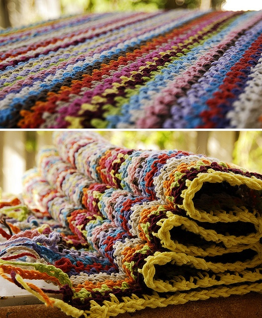 crocheted cotton striped bathroom rug - ch odd #, turn, sc in 2nd ch from hook, ch1, *sc, ch1, rep from * across ending w/ sc, ch2 turn, sc in ch1 sp, etc.