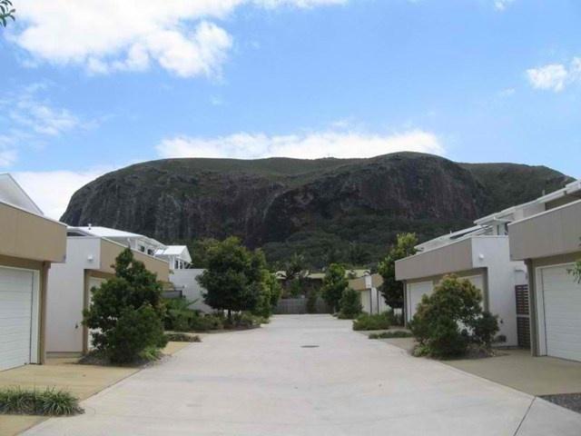 Mount Coolum, 33 coolum villas. Great villa with mount coolum backdrop presented by Steve lane
