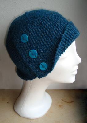 VERSTRICKT: Buttoned Cloche - halb Mütze, halb Hut