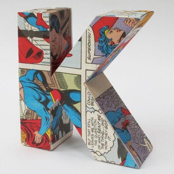 A fun use of comic books!  ID : lettre en carton (lestée) et recouverte pour bloquer les livres ?