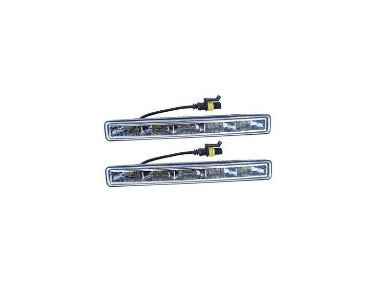 Homologovaná světla pro denní svícení, napájení 12/24 V. Každé světlo je osazeno 5x vysoce svítivou HI POWER LED diodou.  Balení obsahuje světla (2 ks), montážní držáky světel, řídící jednotku a kompletní kabeláž pro zapojení světel.