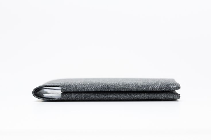 Cardamon's Next-Level Minimal Wallet Is Perfection