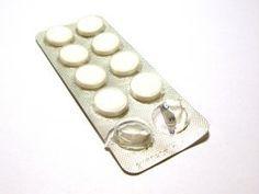 Aspirin ist ein einfaches Hausmittel um Dornwarzen am Fuß selbst zu behandeln