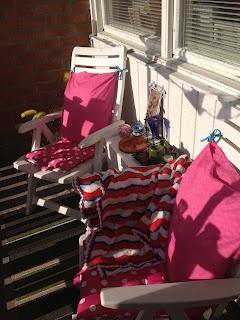 Min balkong, har sytt stolsdynorna själv, utav två kuddfodral