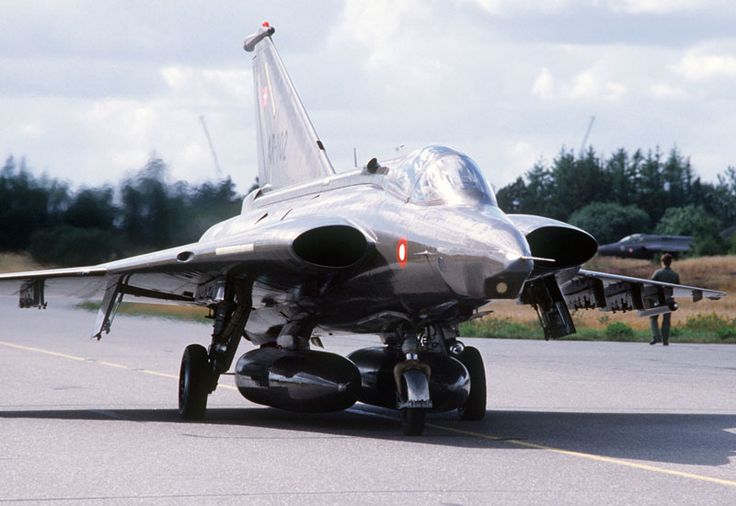 Saab J35 Draken (Dragon / Kite) - The Saab J 35 Draken was a design ahead of its time, producing the revolutionary double delta wing configuration.