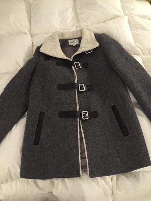 Je vends un manteau Claudie pierlot peu portée, il a malheureusement passe plus de temps dans mon placard que sur moi :/  ...