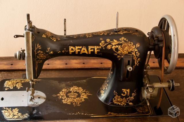 Solid pfaff manual sewing machine with wooden cover, 1932.