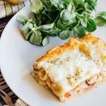 Esta #lasaña tienen un toque original: lasaña de mar y tierra, ya que lleva carne blanca, bacon y mariscos. . #directoalpaladar #receta #recipe #gastro #foodie #comida #foodlover #cooking #food
