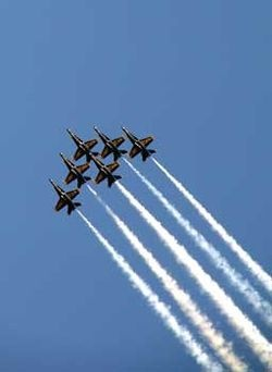 US Navy, Blue Angels www.realdealsontheweb.com www.advocare23462.com/realdealsonthewebcom CONTRAILS