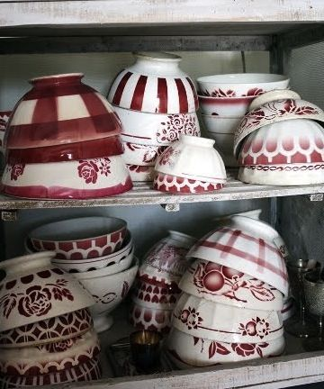 sweet collection - would go nice in a red and white kitchen - on open shelves!! Mix styles, stay in one color range = awesome look!!
