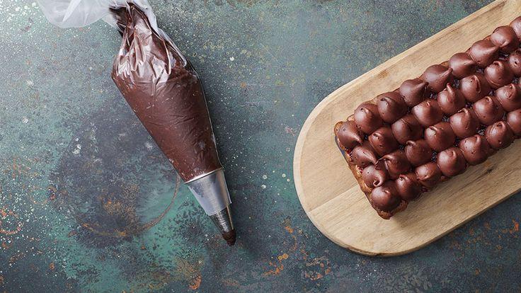 Tarta czekoladowa - Łączymy składniki tarty czekoladowej