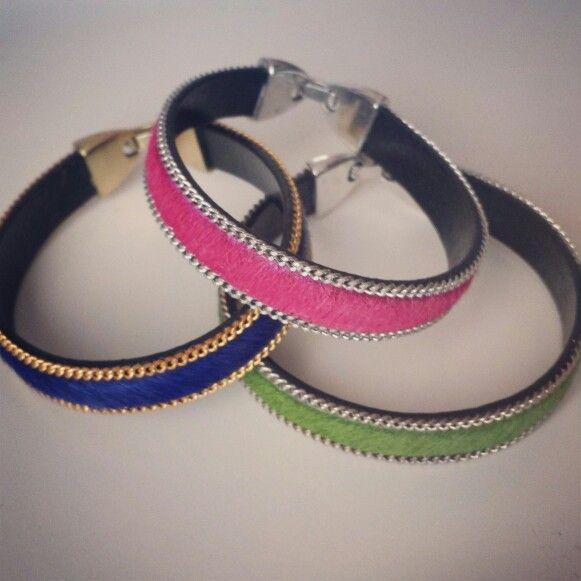 Pulseras piel de potro. Pony leather bracelets - by Arriba Muñecas.