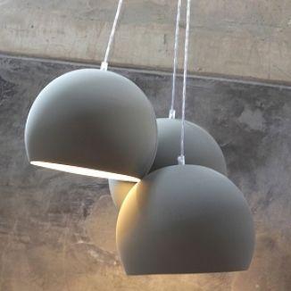 bolvormige hanglamp hala http://www.zook.nl/wonen/verlichting/stoere-lampen/grote-hanglampen