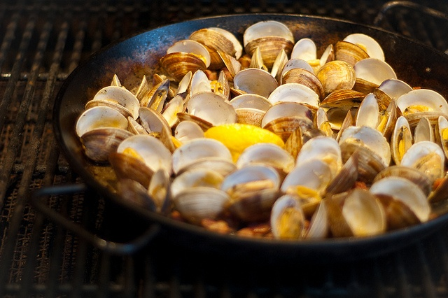 smoke grilled clams