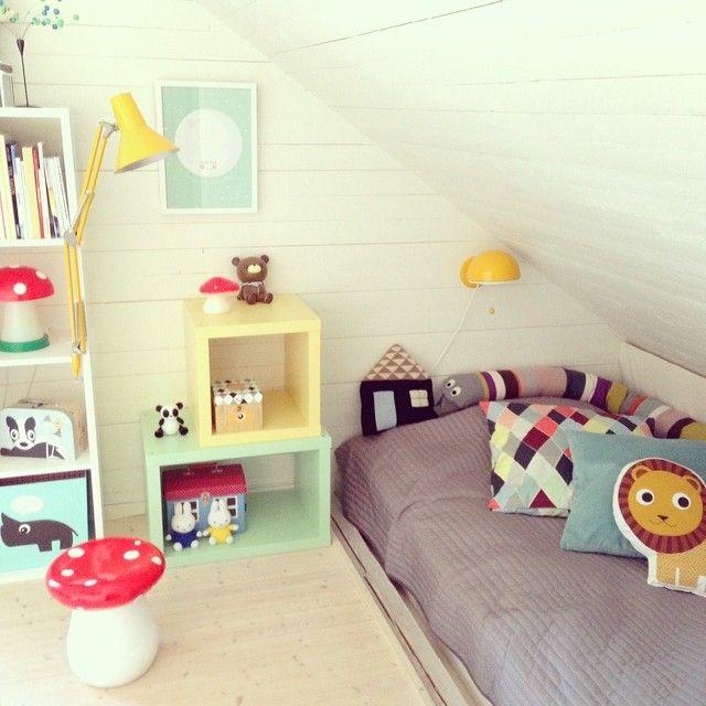 Här bor Wille och Millie #barnrum #barnrumsinspo #kidsroom #familylivingfint #bråkig #fermliving #luckyboysunday #sillyu #flugsvamp #lampor #loppisfynd #miffy #åhlens #inredning
