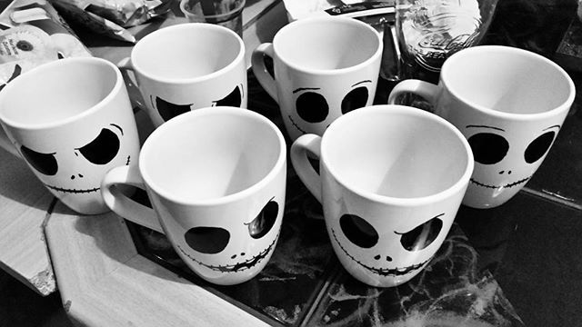 #handbemalt mit #porzelanstift #handemade #handarbeit #tassen #tasse #cup #nightmarebeforechristmas #jack #halloween #happyhalloween #halloweendecorations #halloweenday #halloweendecor