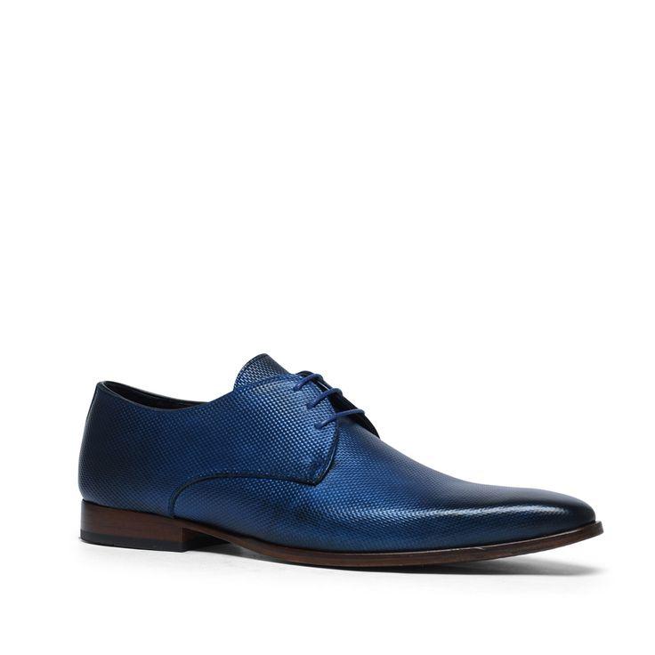 Donkerblauwe lak veterschoenen  Description: Maak uw outfit helemaal af met deze blauwe veterschoenen van het merk Black Label. De binnen- en buitenzijde is van leer. De spitze neus en metallic look geven deze schoenen een feestelijk uiterlijk. De maat valt normaal.  Price: 159.99  Meer informatie  #manfield