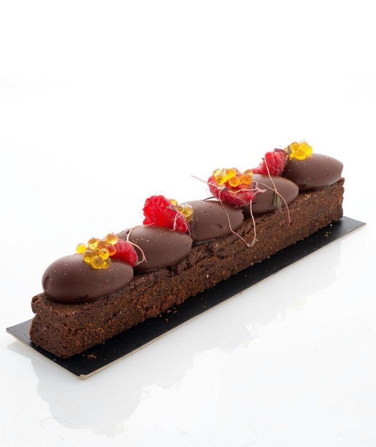 By Chef Carles Mampel: Long sablée breton de grué de cacao cremoso de chocolate al aceite arbequina y caviar de aceite.