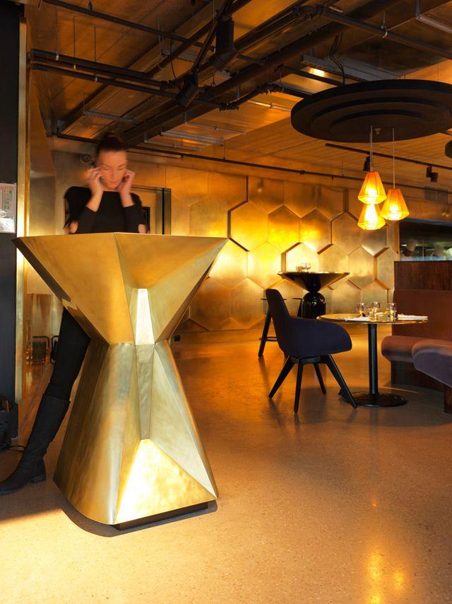 Uno de los mejores sitios para cenar en Paris es en el restaurante Ecléctico diseño por Tom Dixon.