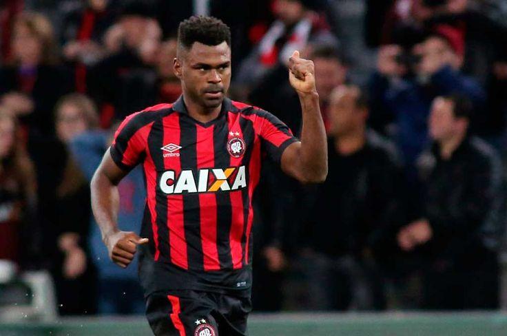 O São Paulo segue sem vencer o Atlético Paranaense na Arena da Baixada na história do Campeonato Brasileiro e se complicou um pouco mais na edição 2017 ao perder por 1 a 0, caindo na classificação