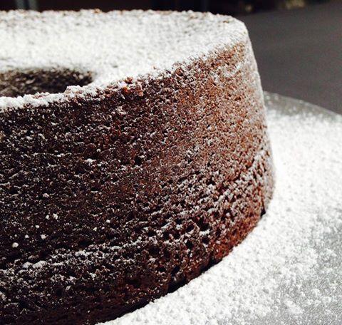 Chi vuole la ricetta di una supertorta al cioccolato? Morbidissima e cioccolatosa come poche, si presta per essere farcita, decorata, o più semplicemente spolverata con dello zucchero a velo per un…