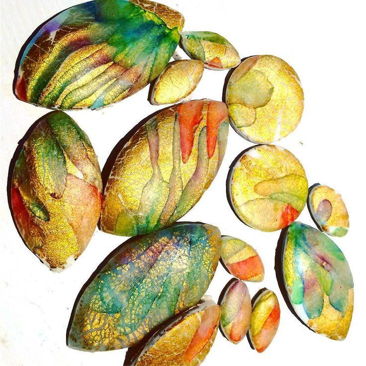 Il #tutorial per domani mattina e' pronto e programmato! Puntuale alle 8:30 lo vedrete pubblicato sul mio canale: archidee.  Iscrivetevi per non perdere neanche uno dei prossimi video!  #staytuned #subscribe  . . . #archidee #becreative #bepositive #Polymerclay #polymerclaytutorial #pastepolimeriche #fimo #cernit #chalks #painting #goldenleaf #fogliaoro #crackle #artsy #instaart #artesanato #artstagram #artistic #handmade #supporthandmade