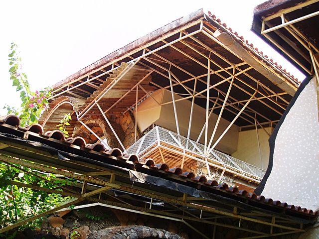 Jain Bungalow, Lonavala:Exterior view looking upwards at the entrance facing balcony and mangalore-tiled roof   Archnet