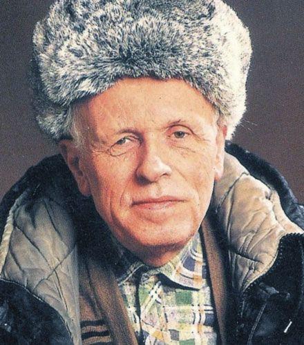 Biografia, storia e vita del fisico russo Andrej Sacharov. Studiò la bomba atomica per poi condannare lo scopo bellico. Fu Premio Nobel per la pace 1975. Visse in esilio come nemico dell'Urss.
