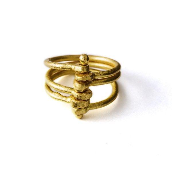 3 losse gouden ringen met elkaar verbonden door een gouden pen, from the jewellery label JUWEELTJES