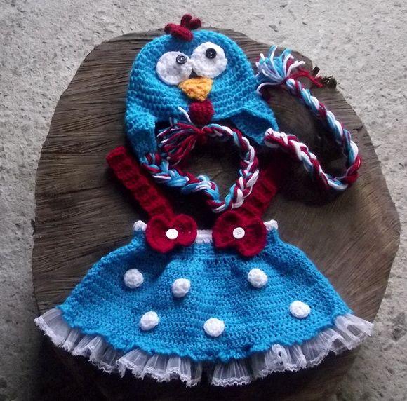 Conjunto de gorro e saia com suspensorios confeccionados em crochê. detalhes - lacinhos,babadinhos, botões cor - azul e detalhes em branco e vermelho tamanhos - RN / 1 a 3 / 3 a 6  meses R$ 99,00