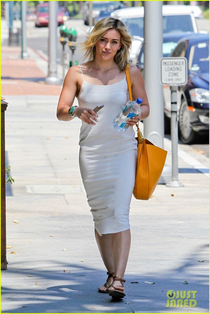 Hilary Duff Can't Seem to Grab Jonah Hill's Attention   hilary duff cant seem to grab jonah hills attention 07 - Photo